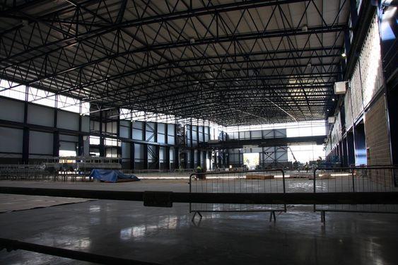 BRUDDSTYRKE: I enden av den 200 meter lange hallen for dynamisk testing av turbinblader er taket hevet mamge meter for at bladene skal kunne teste fleksibilitet. Vingetippen skal tøyes og bøyes 17 meter uten å svikte.