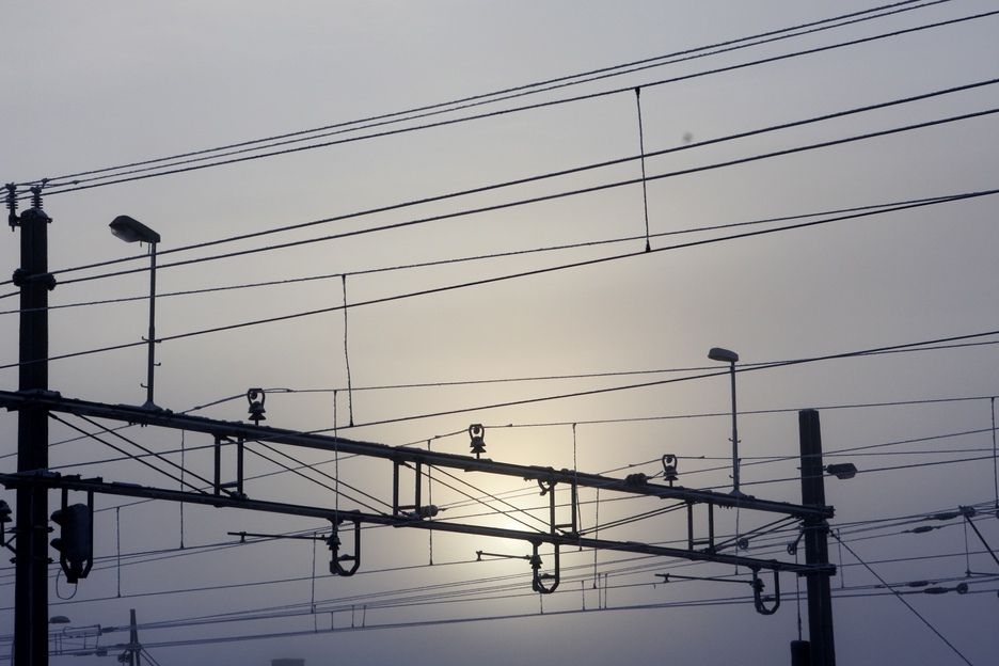 VANSKELIG: Det står dårlig til med norske ingeniørers kunnskaper om jernbaneelektro. Nå må vi søke hjelp i Sverige.