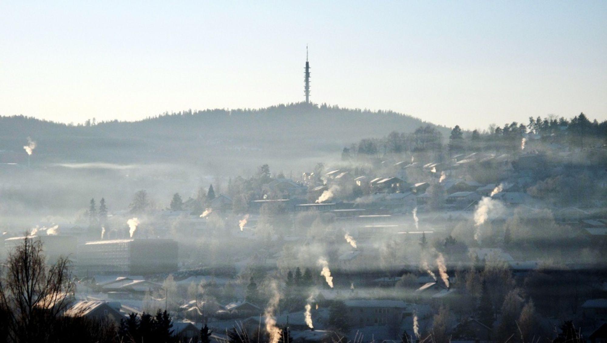 IKKE BEDRE: Selv om NOx-utslippene går ned, øker utslippene av NO2. Dermed vil det ta år før de største byene i landet vil oppleve bedret luftkvalitet, mener NILU.