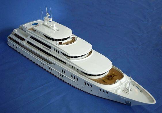 LUKSUS: Den 80 meter lange yachten blir speketed luksus. Modellen er bygget i Malaysia etter instruksjon fra Gustav Meisler.