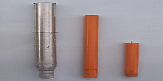 TESTMODELLENE: Her er de tre modellene av havvindflyterne som ble testet i bølgetanken hos MARINTEK. Njord A (midten), som er 110 meter i fullskala versjon, er her 110 centimeter, mens Njord B er 62 centimeter. Til venstre er UMB-gruppens versjon av Hywind, som Njord-konseptet er sammenlignet med.