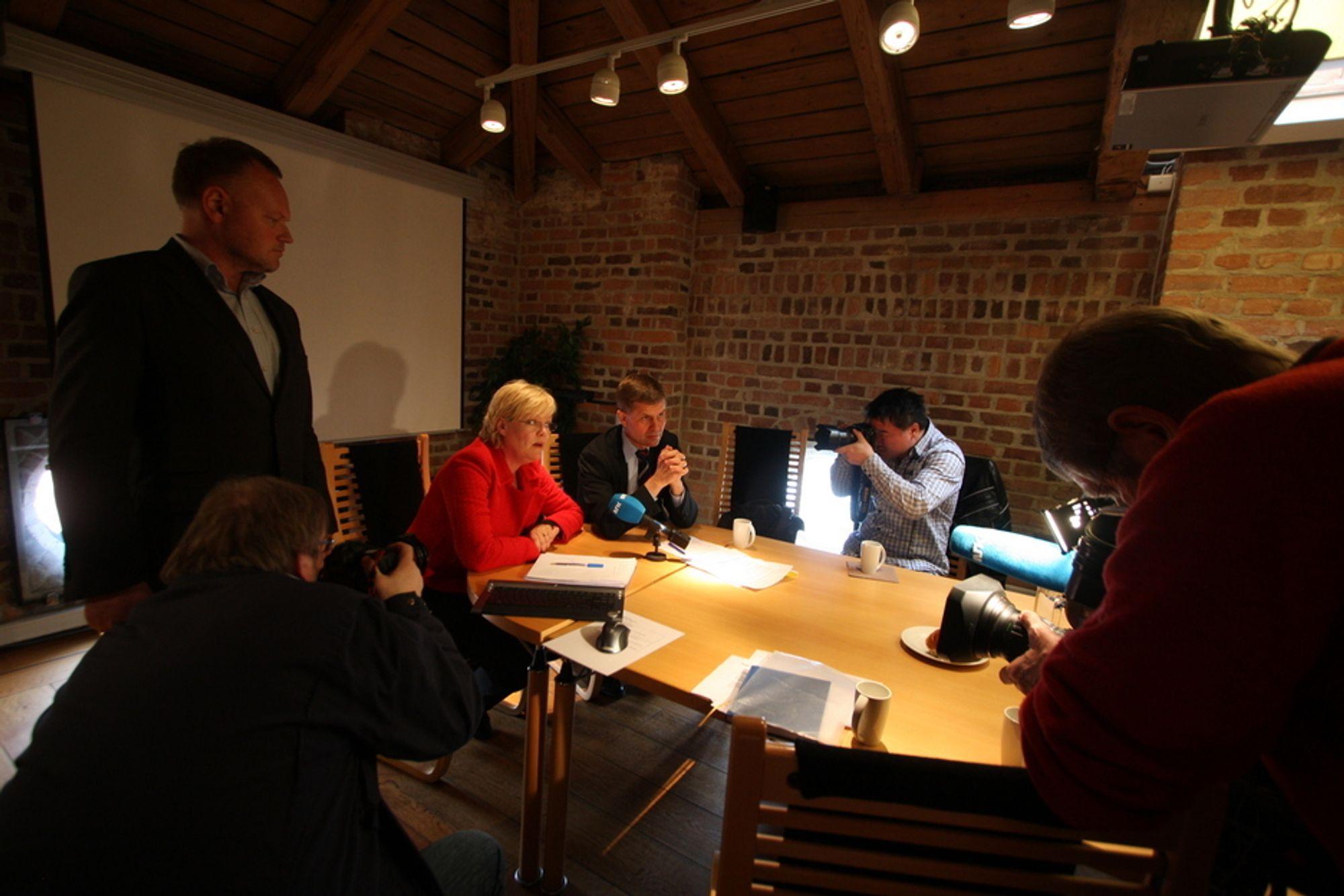 Journalister på statsrådjakt møtte opp for å høre på Kristin Halvorsen og Erik Solheim på torsdag.