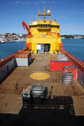 """Brenselscelle (hvit container) og elektrisk system (blå) i """"hangaren"""" under overbygget. VikingLady ¿ PSV. Rederi: Eidesvik. Forsyningsskip som går på LNG og har en 320 kW brenselcelle om bord. FoU-prosjekt FellowShip. Eidesvik, DNV, Wärtsilä, MTU. Bygget ved Westcon 2009."""