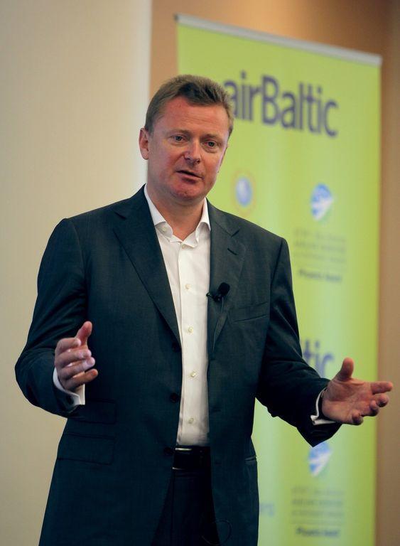 VEKSTAMBISJONER: Tyske Bertolt Martin Flick (45) har ledet Air Baltic siden 2002