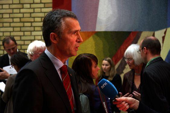 Statsbudsjettet for 2011 blir lagt fram, bilder fra vandrehallen på Stortinget, 5. oktober 2010. Jens Stoltenberg