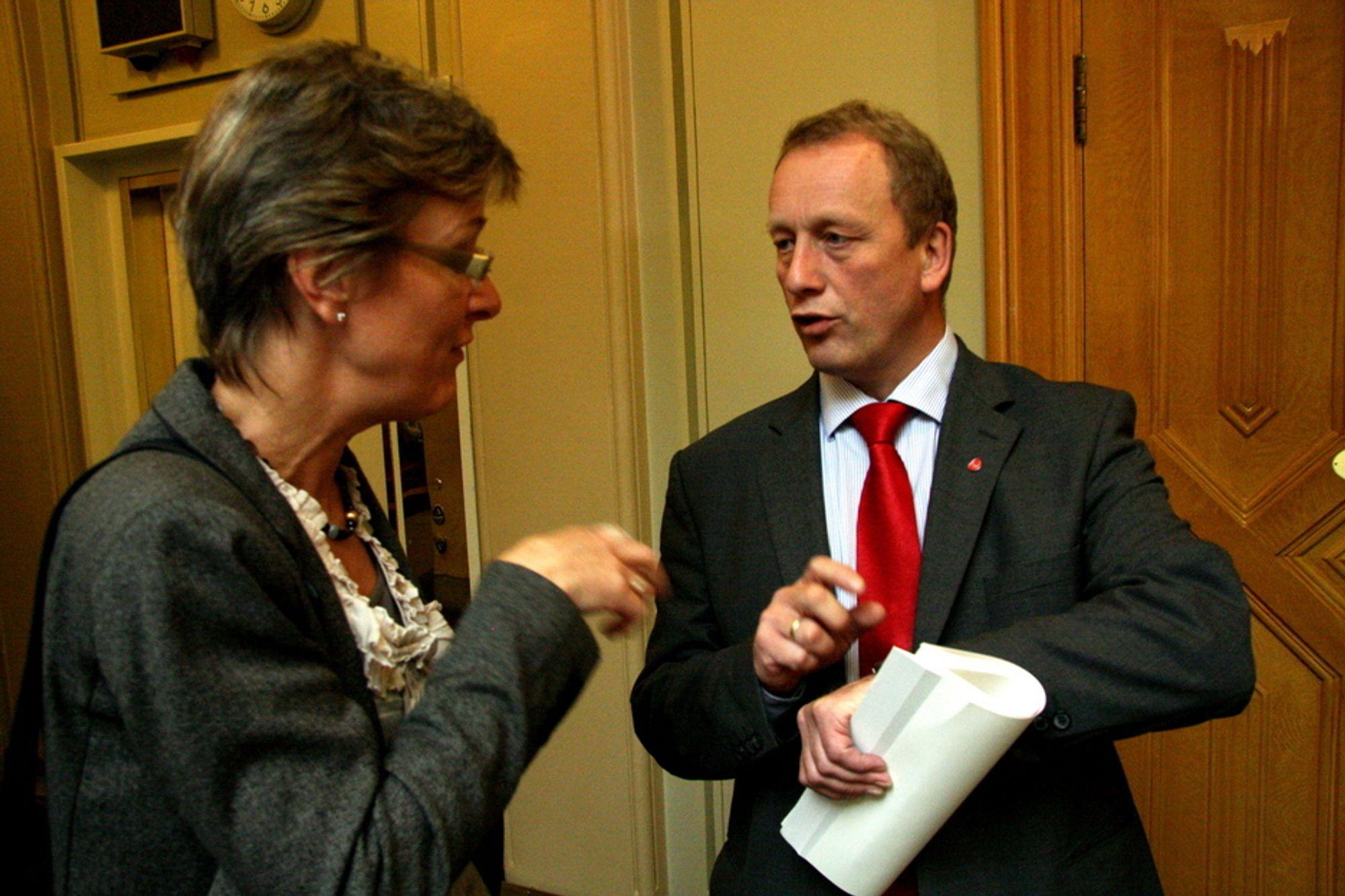 GJORT NOK? Statssekretær i OED, Per Rune Henriksen (t.h.), mener vi allerede har foretatt de letteste reduksjonene i klimagassutslipp her hjemme. ARKIVFOTO.