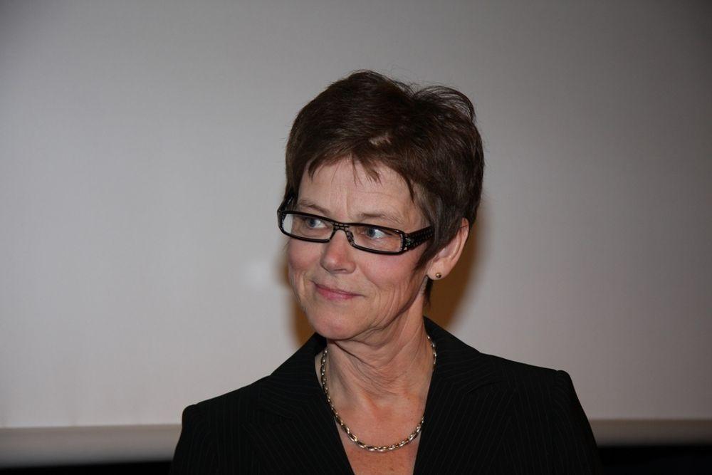 Jernbanedirektør Elisabeth Enger vil ha mer konkurranse og flere selskaper involvert i jernbaneutbyggingen.