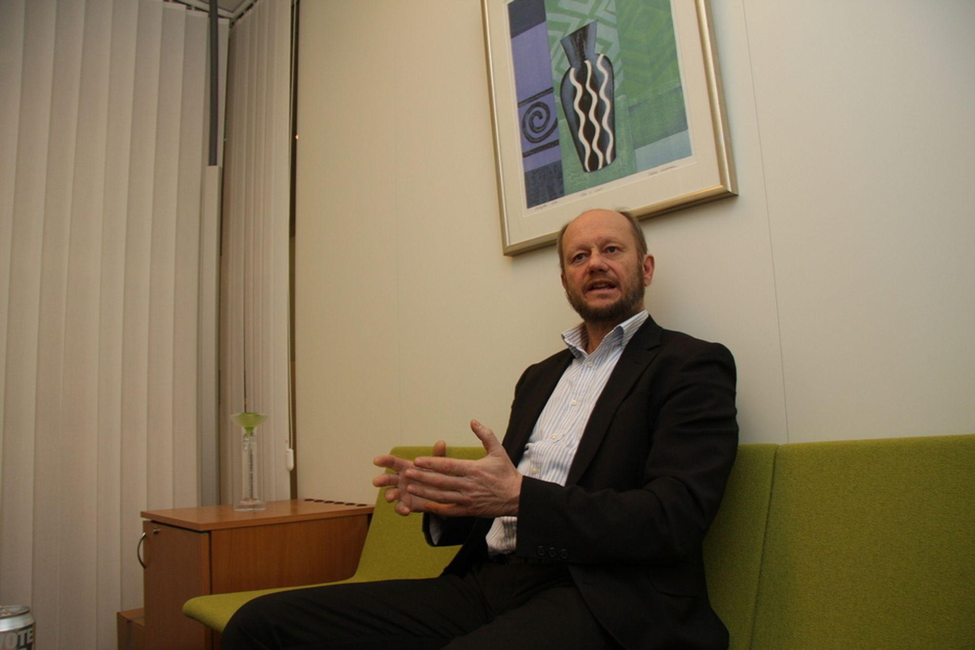 SÆRNORSKE AVGIFTER: ¿ Avgiftsvedtaket for 2011 kan tyde på at Regjeringen ønsker særnorske avgifter og bruk av doble virkemidler mot enkeltbedrifter. I så fall er dette en omlegging av klimapolitikken, og hvis dette er riktig må Norsk Industri revurdere holdningen til Regjeringens nye klimapolitikk, sier Stein Lier-Hansen.