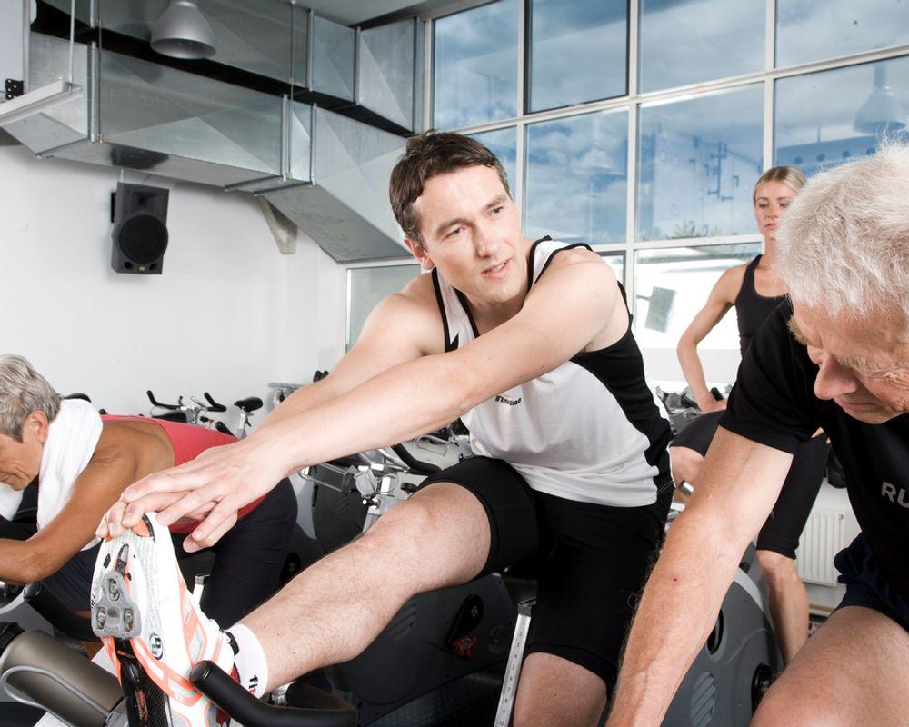 FORSKNING: Å trene sammen med kolleger gir ikke mindre fravær fra jobb.