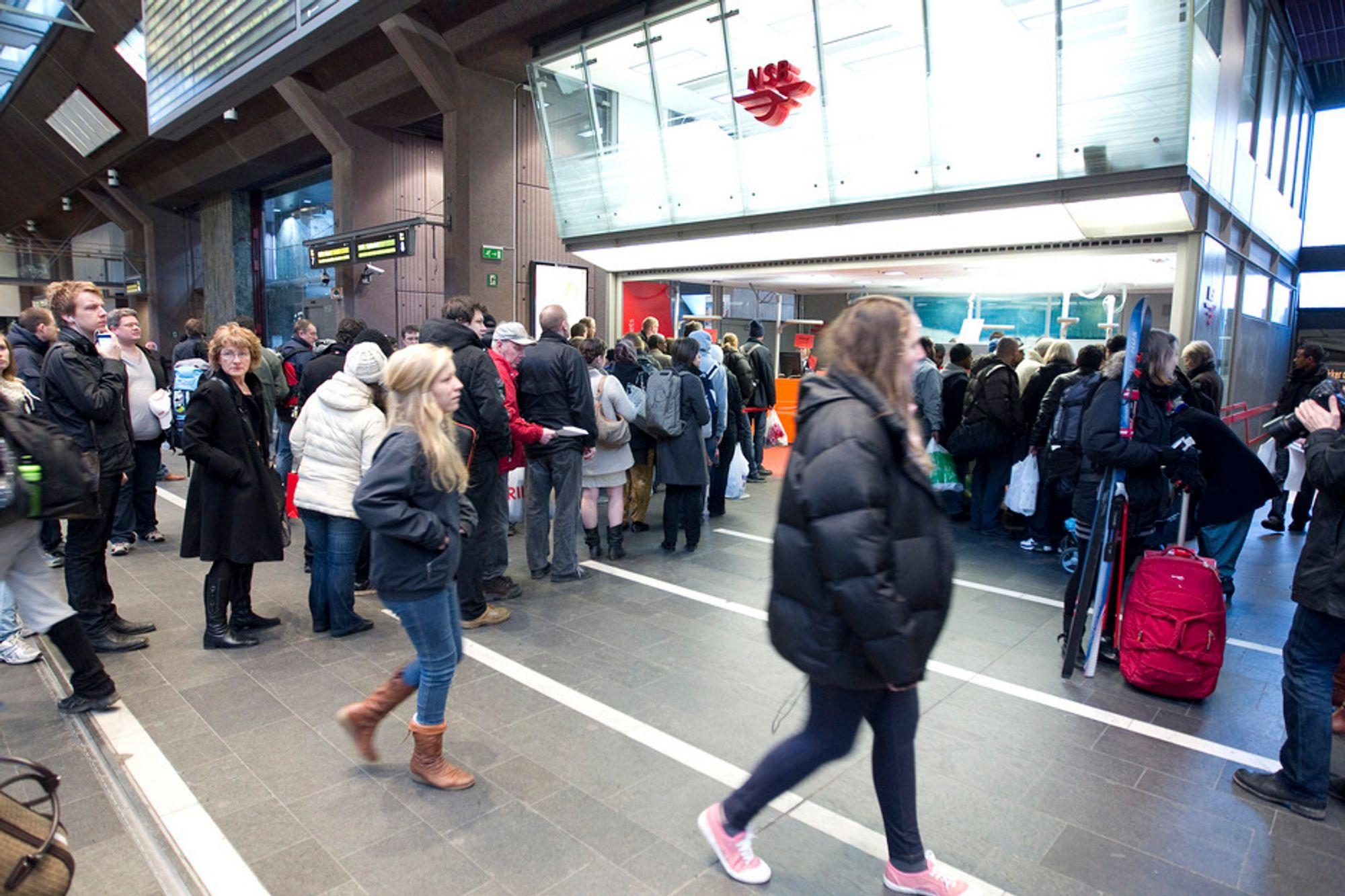 TRØBBEL: Togkaoset i og rundt Oslo i januar og februar kostet dyrt, ifølge BI-anslag.