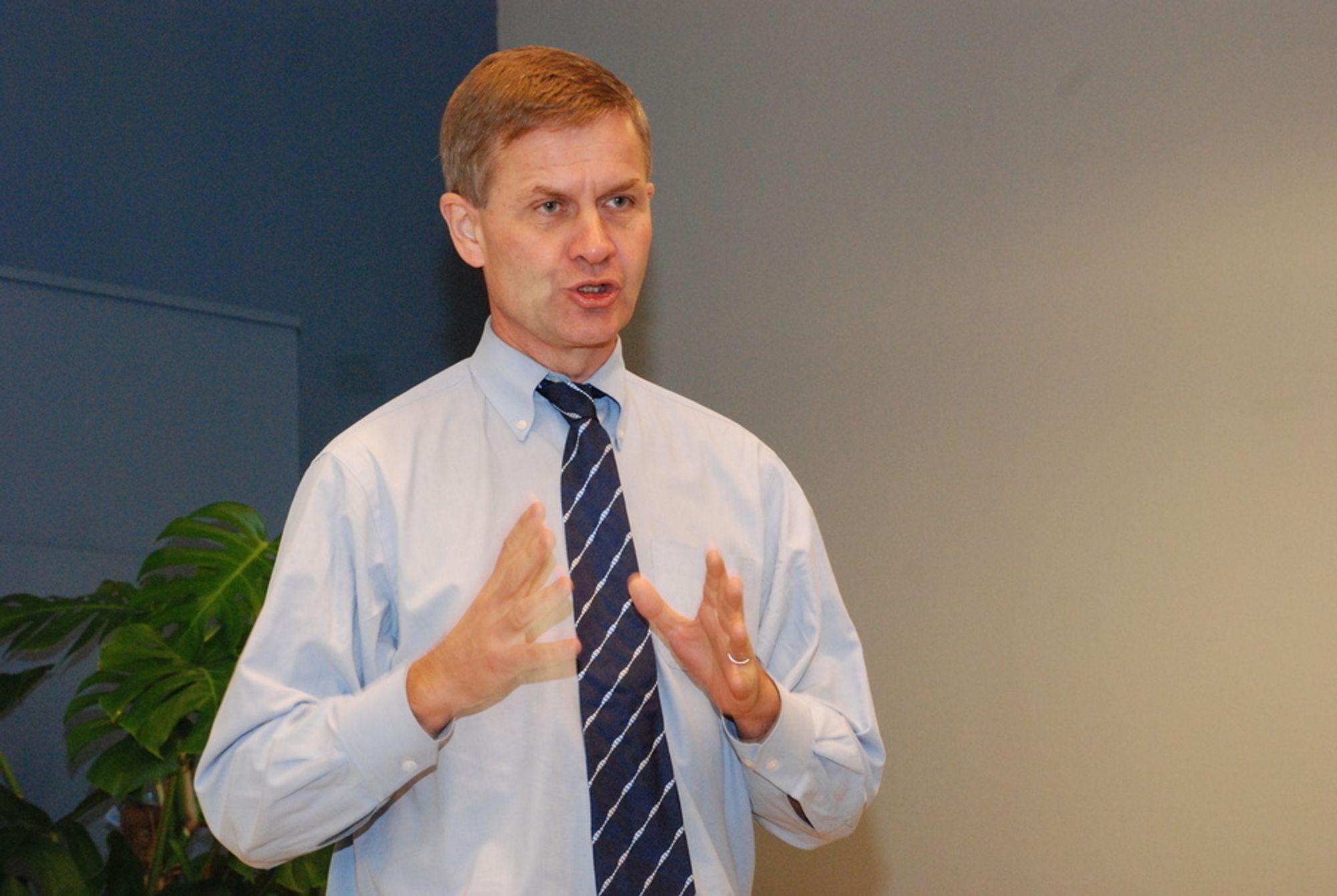 SIKRER ARBEIDSPLASSER: Økt etterspørsel etter biodrivstoff vil bidra til å sikre norske arbeidsplasser som er knyttet til produksjon av biodrivstoff, mener miljøvernminister Erik Solheim.