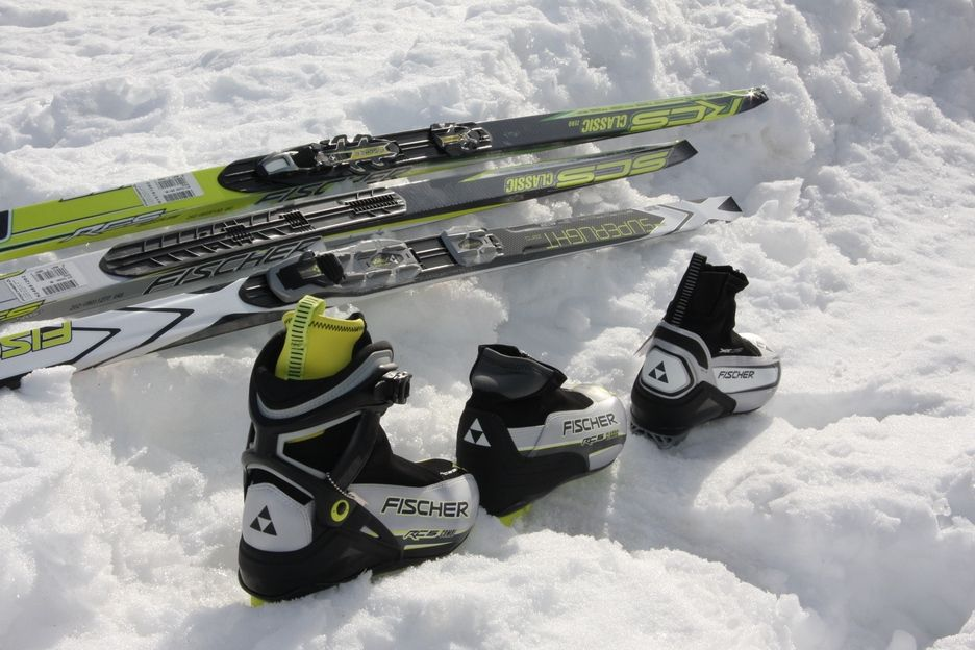 Både langrennsski og skisko har blitt vesentlig utviklet de siste årene. Skiene er blitt lettere og spenstigere, og skiskoene gir bedre stabilitet, spesielt kombiskoene som flere og flere velger.