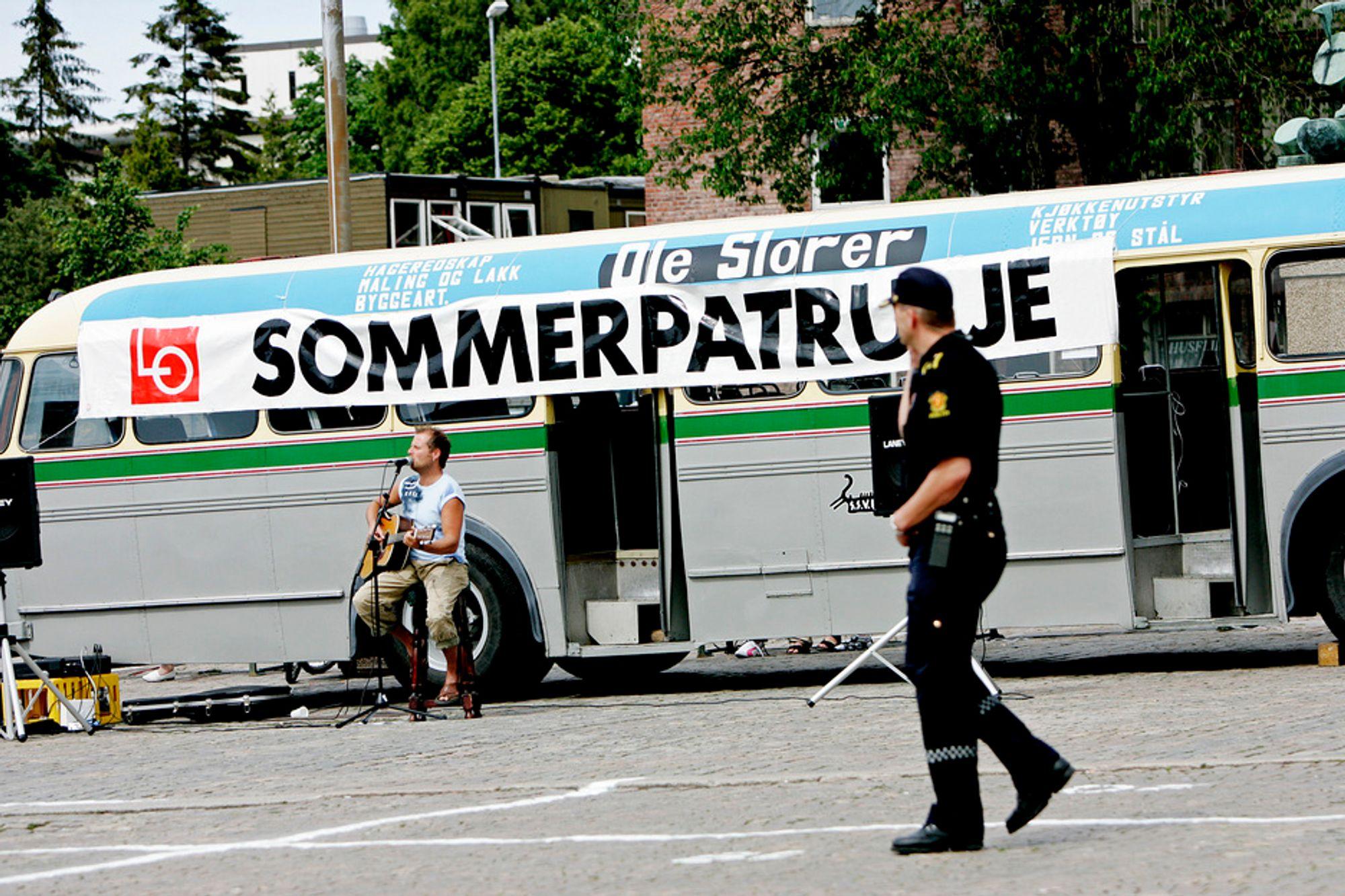 LOs sommerpatrulje avdekket færre lovbrudd i bedriftene de sjekket i år enn i fjor.