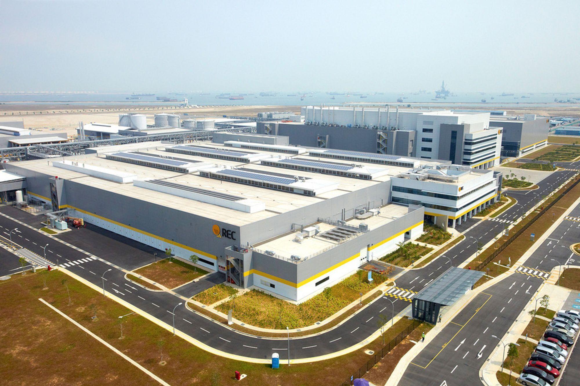 POSITIVT: Oppstart av et nytt produksjonsanlegg i Singapore har påvirket Recs resultat positivt. Likevel ender resultatet på minus én milliard.