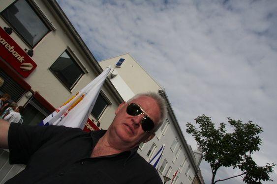 LANGVARIG: Konsernsjef Steve Bracker varsler langsiktig satsing på Helgeland. Han har reist fra Kuala Lumpur i Malaysia til Sandnessjøen for å få med seg åpningen av oljebasen i Sandnessjøen.