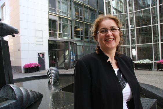 MANGE VERV: I tillegg til lederjobb i Aker Seafoods og styrelederverv i Aker Clean Carbon, er Liv Monica Stubholt nyvalgt styremedlem i Hydro. - Som Aker er Hydro en kjempe i norsk industri, sier hun.