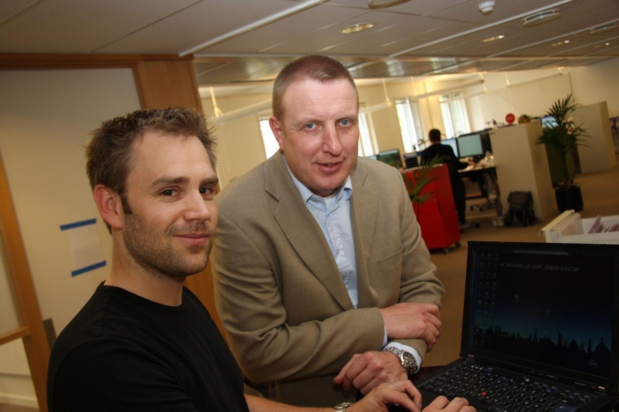WEB-STYRT: Ståle Syversen (til høyre) fra SRO sammarbeider med Thomas Thorstensen fra ISS Energi om et web-basert, intelligent ventilasjonssystem som gir store energibesparelser. Her i lokalene til Nordea Liv på Lilleaker i Oslo.