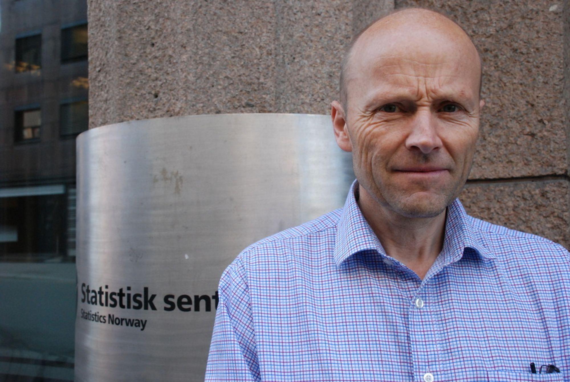 SSB-forsker Bjart Holtsmark er svært skeptisk til klimaeffekten av biodrivstoff basert på trevirke.