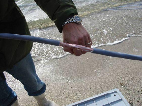 Wirescan kabeltesting  : Det er lett å finne kabelfeil når den er fremme i lyset. Verre er det når den er nedgravet eller ligger på havets bunn.  Wirescan: IFE gjennomførte selv en test på en 500 m lang kabel i sjøen.