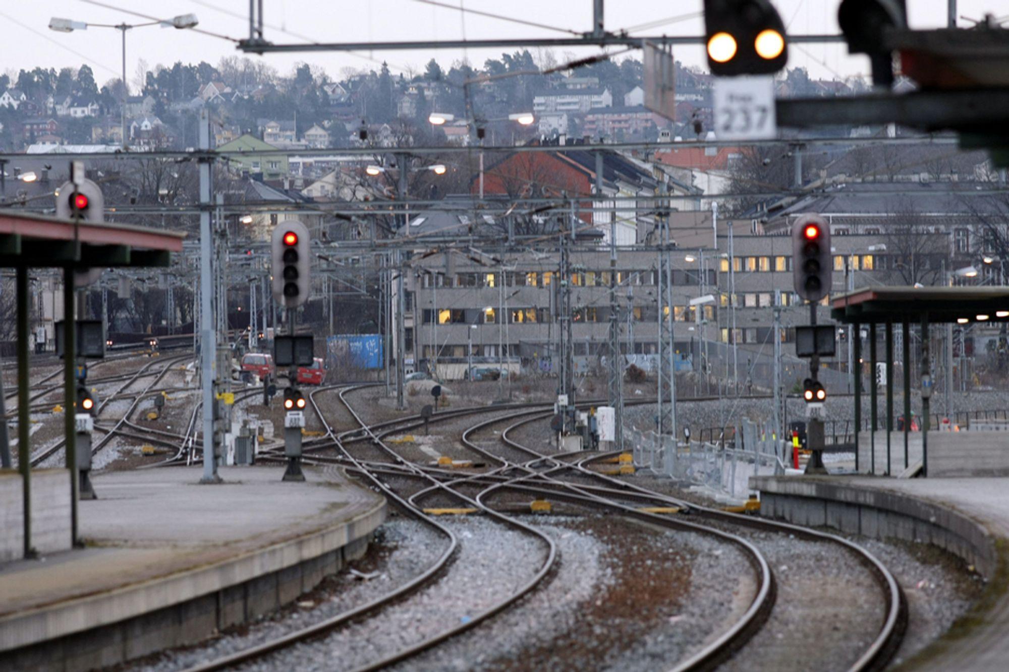 Jernbaneverket hevder det mangler jernbanekompetanse i Norge. - Ikke sant, mener en samlet bransje.