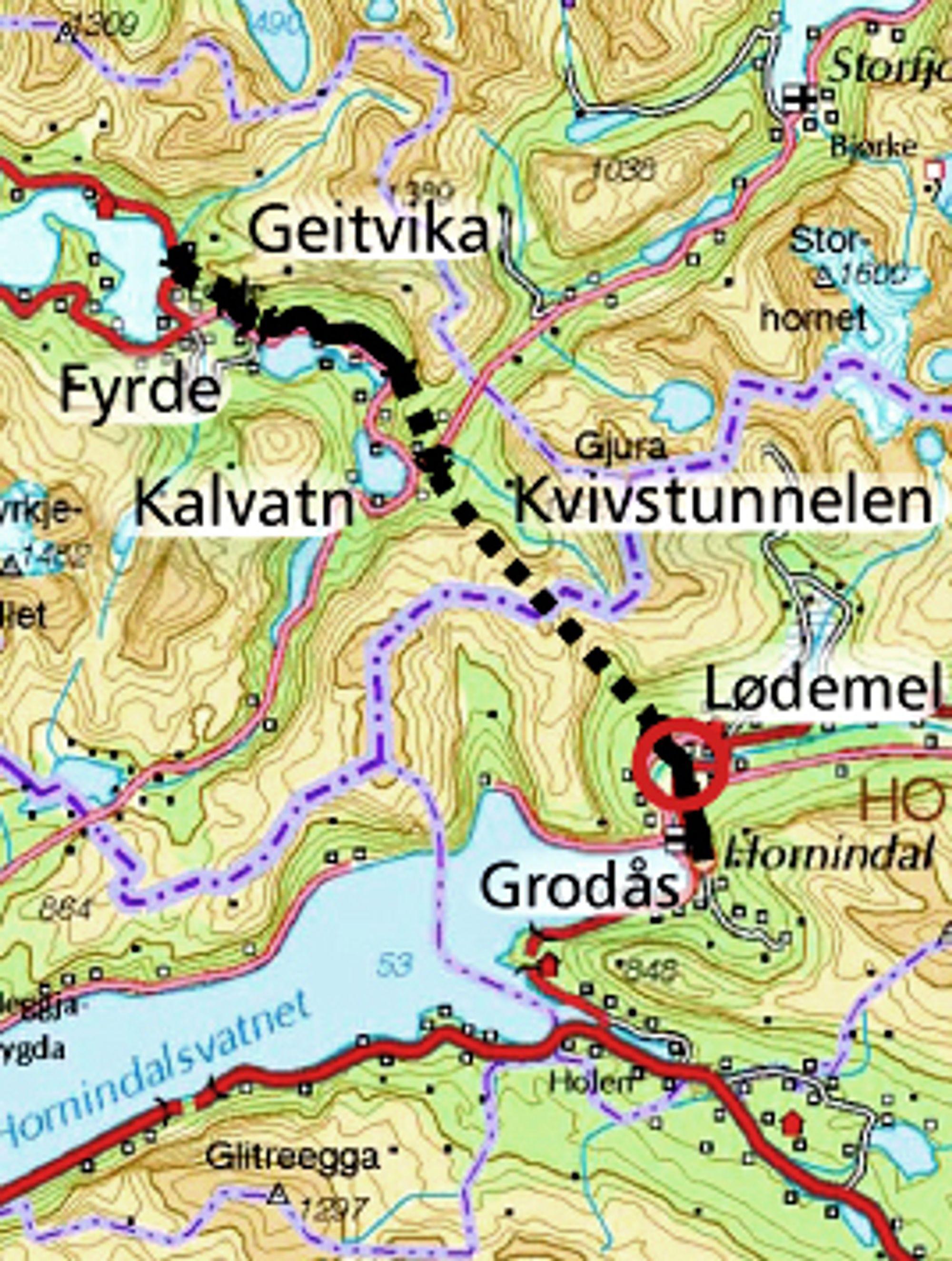 Den røde ringen nedenfor Kvivstunnelen markerer stedet der brua over Storelva skal bygges. Fristen for å gi anbud går ut 9. mars.