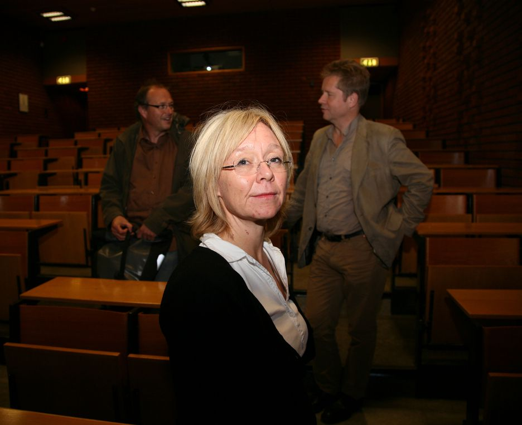 MILJØ: UiO-professor Kristin Asdal er ikke nådig mot økonomene. Cicero-forsker Sjur Kasa (bak til høyre) kaller det hele en kamp mellom nerder.