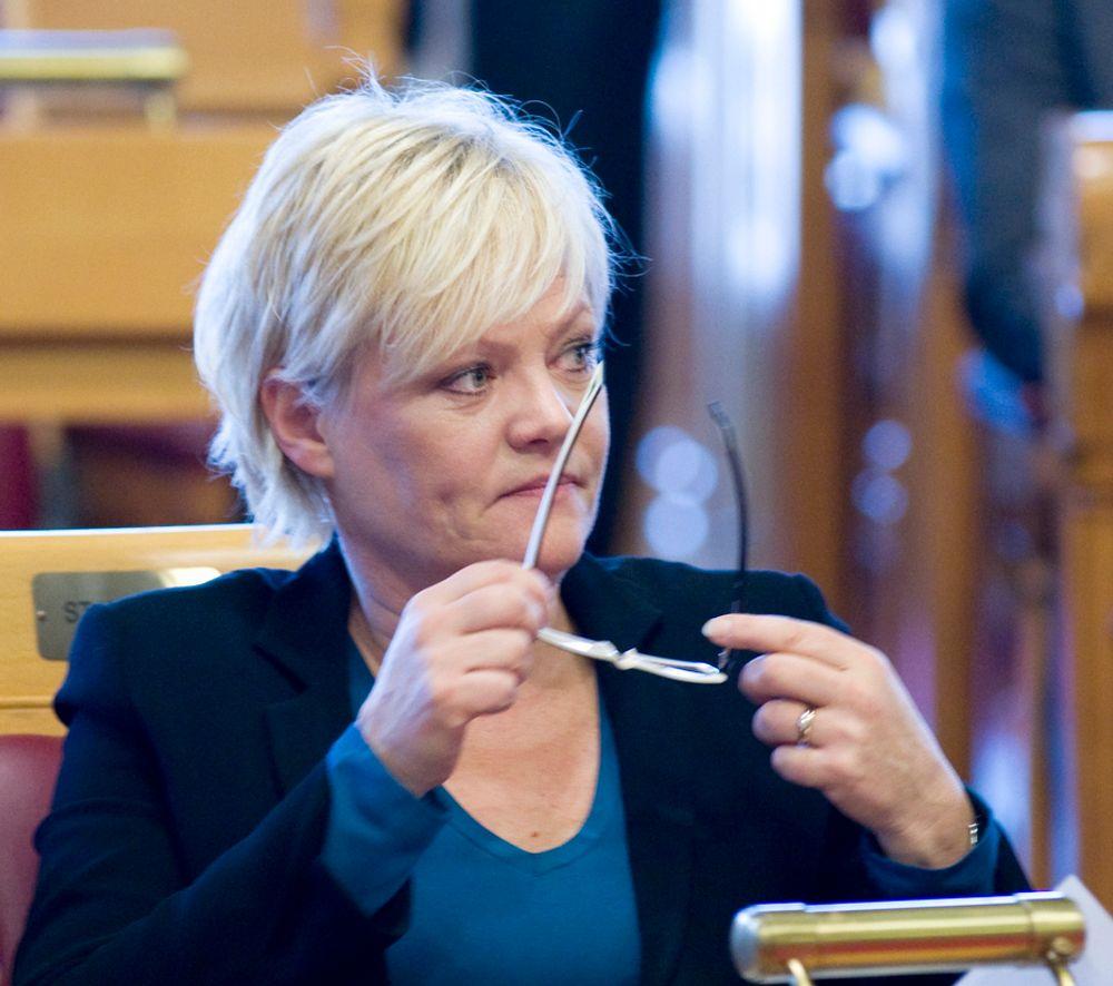 BEST: SV, her ved partileder Kristin Halvorsen, mener en flyseteavgift er en bedre måte å hente penger til jernbanesatsing på enn å øke andre skatter eller avgifter.