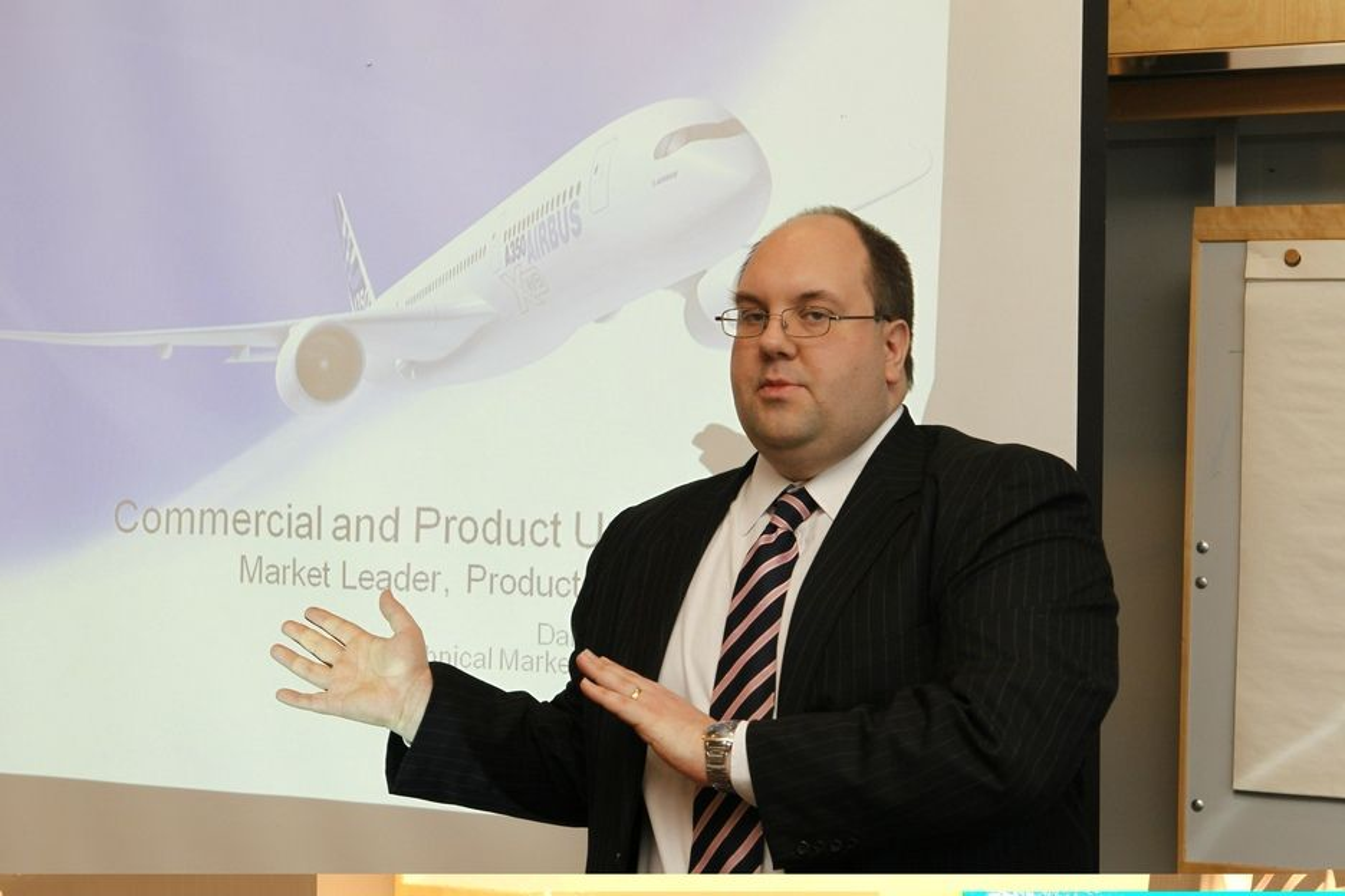 BEHOV: Daniel Carnelly, som er konsernsjef for produkt i Airbus, orienterte i Oslo tirsdag om sitt og dermed Airbus' syn på behovet for nye fly i det norske og nordiske luftmarked de neste 20 år.