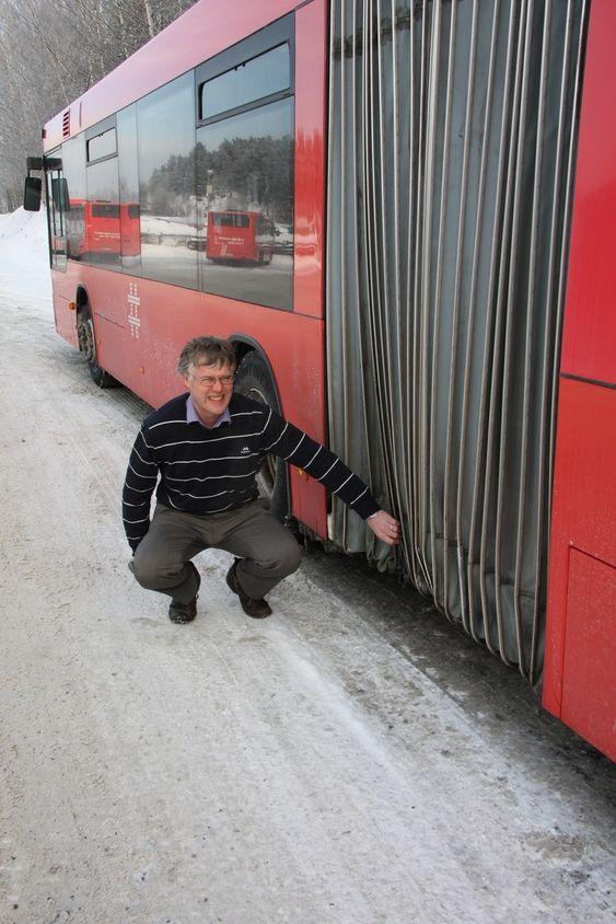 KNEKKER BELGEN: -Leddbussene klarer heller ikke påkjenningen veistandarden i Oslo gir dem. Understellet på belgen ødelegges, sier William Theisen.