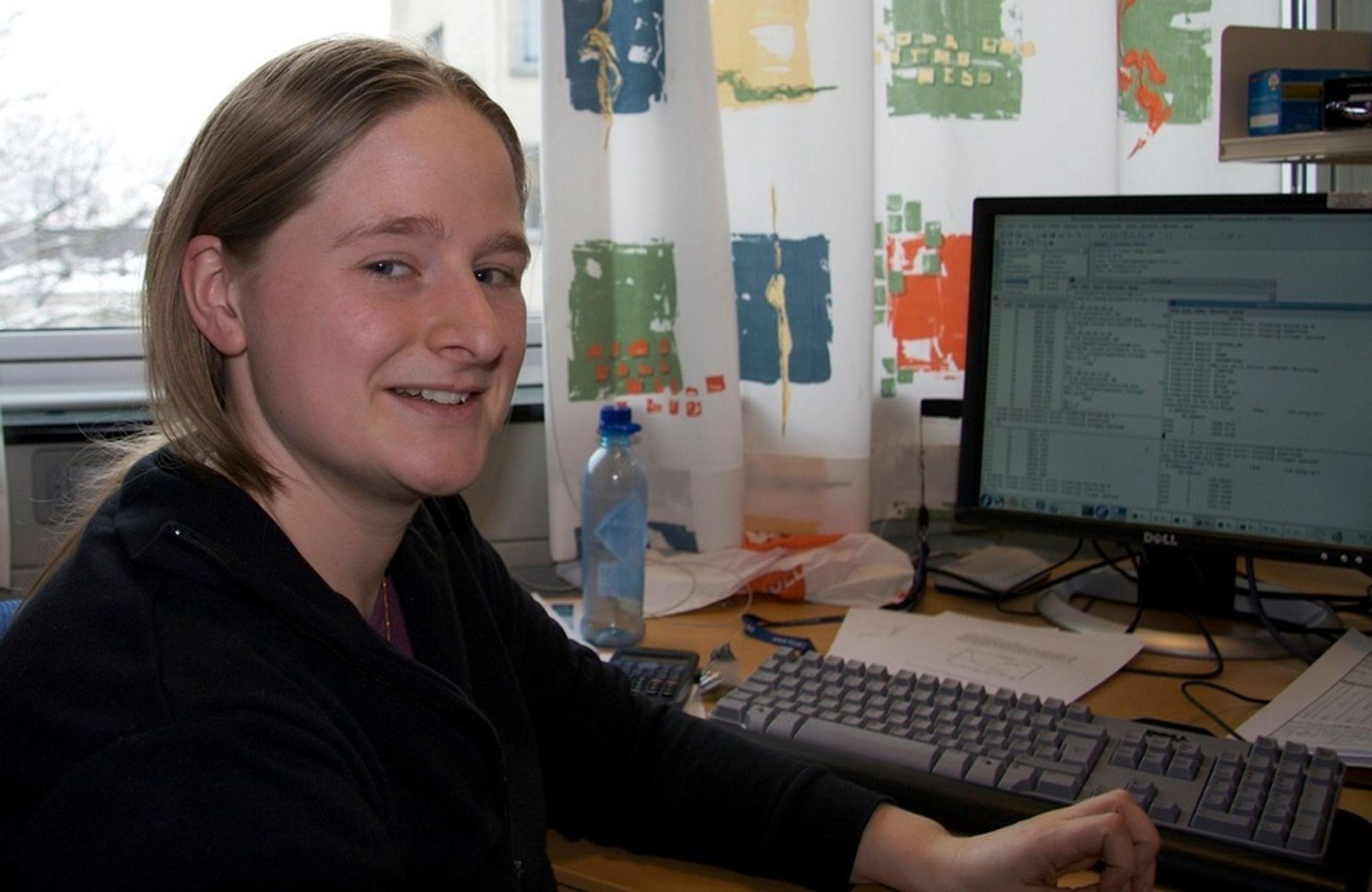 NYTT: Masterstudent Ragnhild Schrøder Hansen stortrives med romfysikk.
