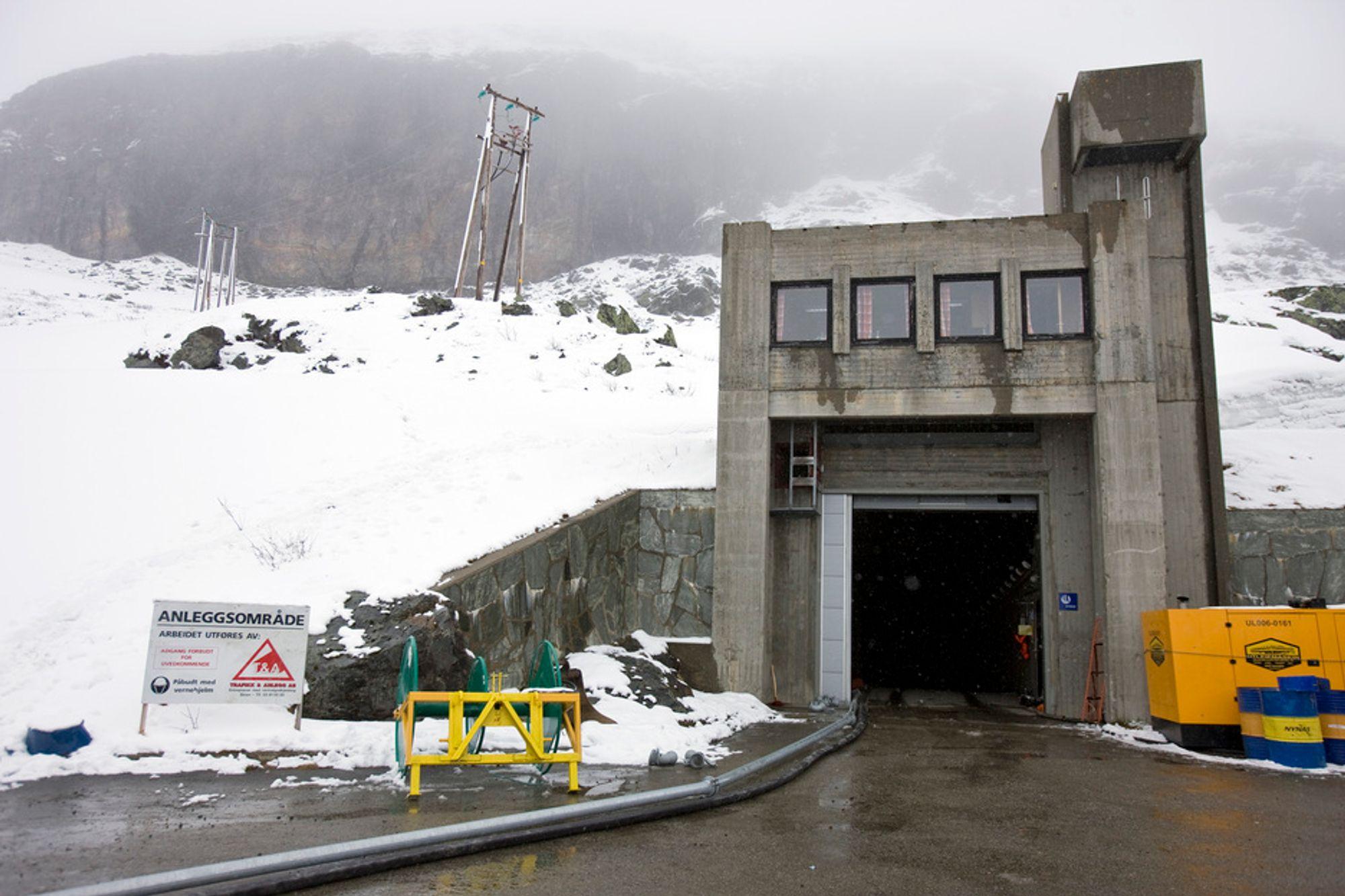 KRAFTINNTEKTER: Kommuner med kraftverk får beholde sin konsesjonskraft og inntektene fra denne. Pengene sikrer mange norske utkantkommuner. her fra Svandalsflona kraftverk i Røldal, Odda Kommune.