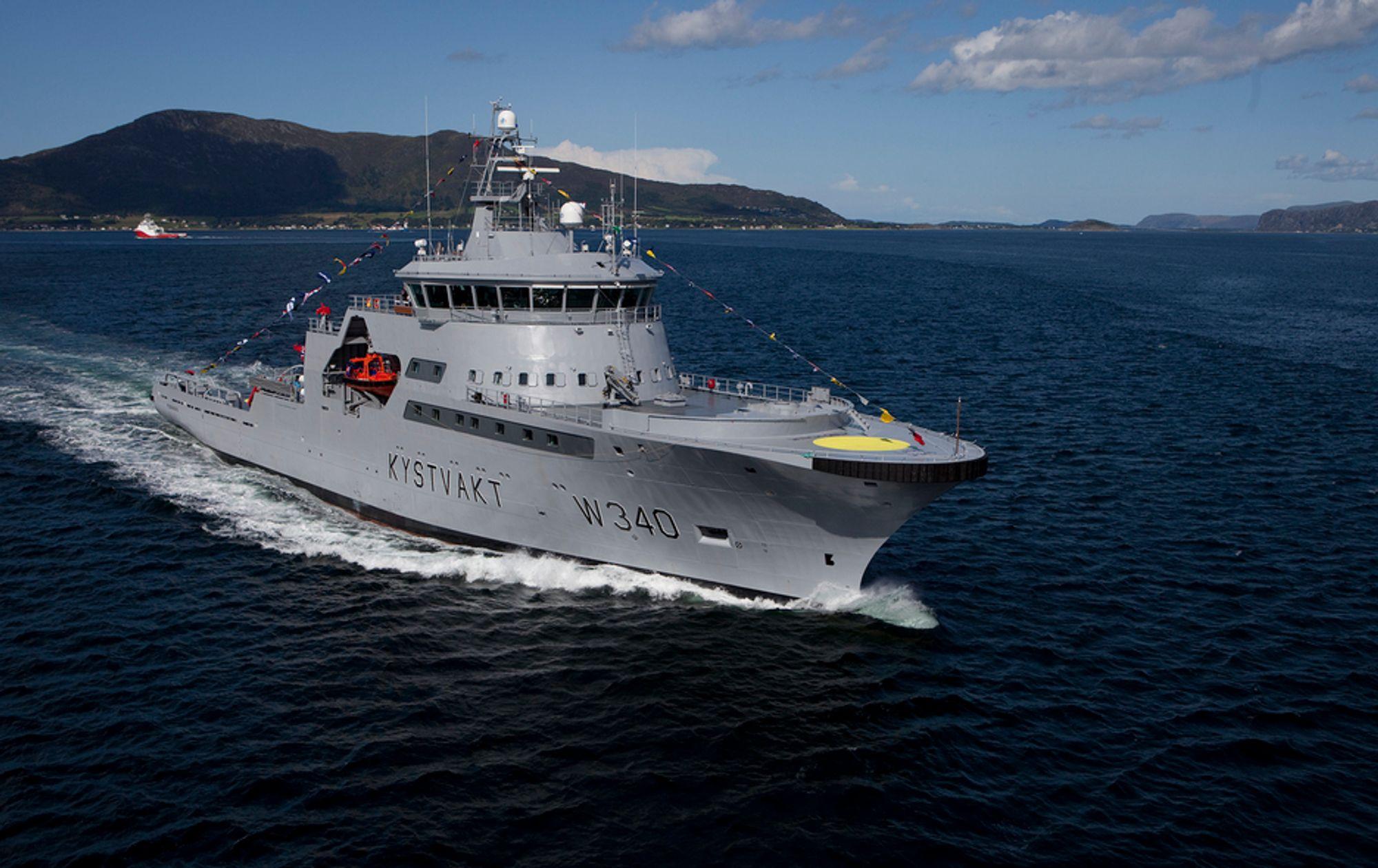 KV Barentshav ble reparert ved Nauta-verftet i Polen etter en grunnstøting i 2011. Her er skipet ved en annen anledning.