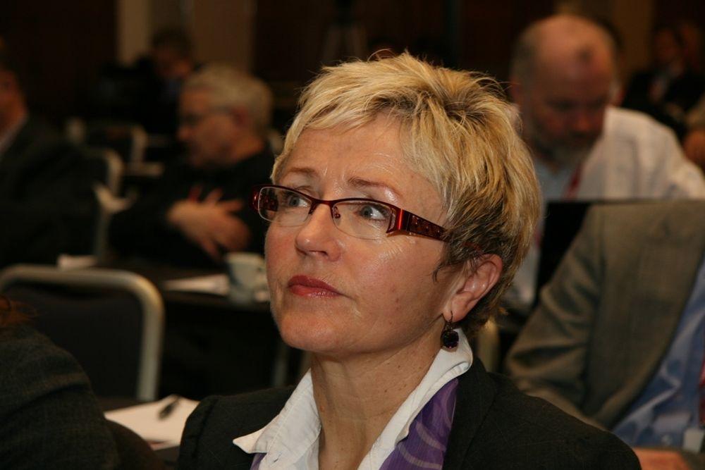 VEDLIKEHOLD: Kommunalminister Liv Signe Navarsete vurderer flere måter å heve vedlikeholdsstandarden på. Men hun avviser lovendring og tvang.