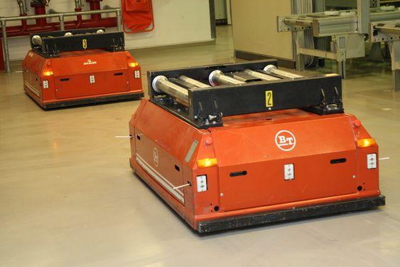 ROBOT: Bærejobben på lagergulvet gjøres av sensorstyrte robotkjøretøy.
