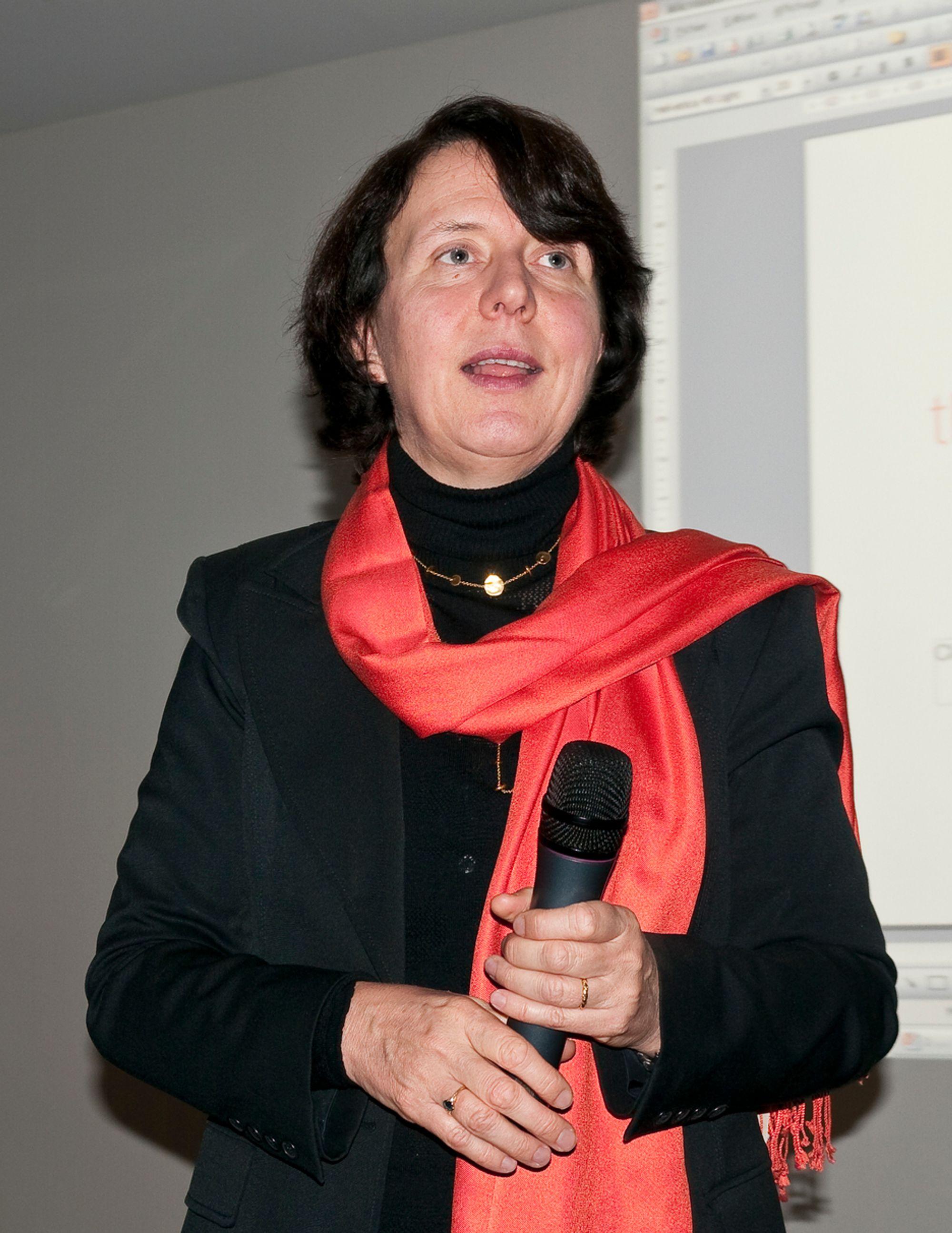 VIL HA KUNDENE SELV:Sjefen for Orange Business Service, Barbara Dalibard, gjør det klart at de vil tilby nettskytjenester til sine kunder.