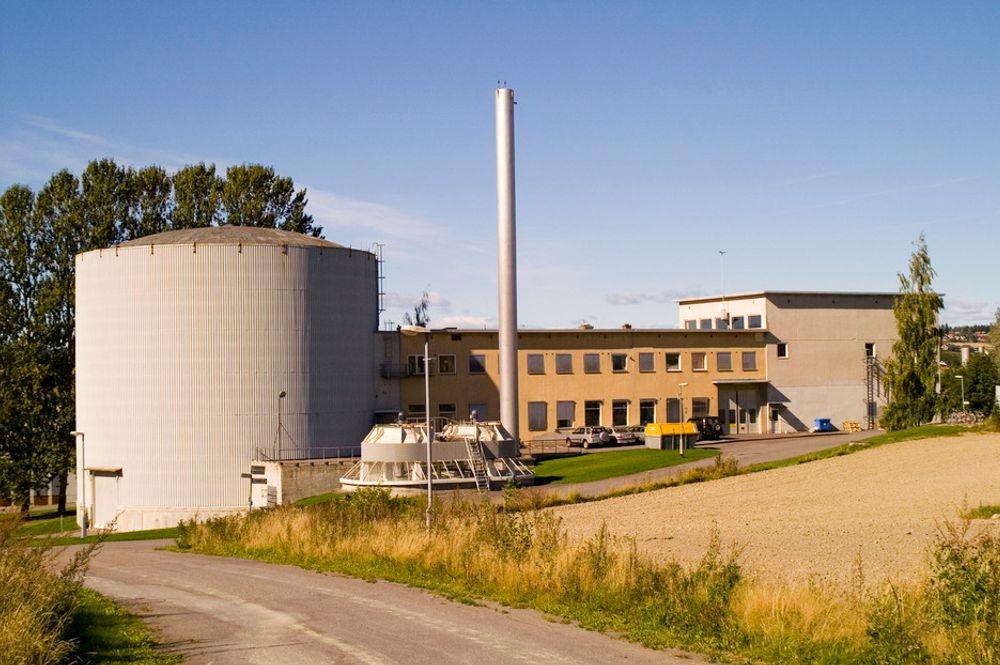 FORSKNINGENS ARV: Avfall fra atomreaktorene Jeep I og II ved Institutt for energiteknikk på Kjeller og reaktoren i Halden har skaffet norske myndigheter hodebry. Et teknisk utvalg mener deler av materialet bør sendes til utlandet for behandling nå.