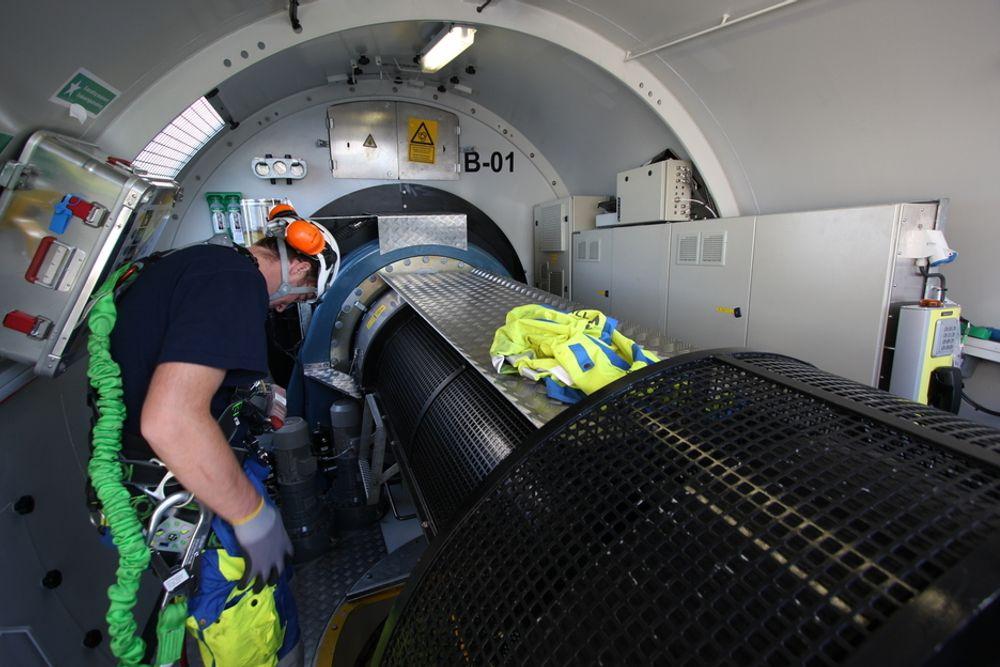 INNI TURBINEN: Slik ser det ut på innsiden av nacellen (hodet) på en havturbin. Sivilingeniør Gunnar Myhr søker nå patent på en rekke systemer som skal gjøre slike turbiner mer effektive.