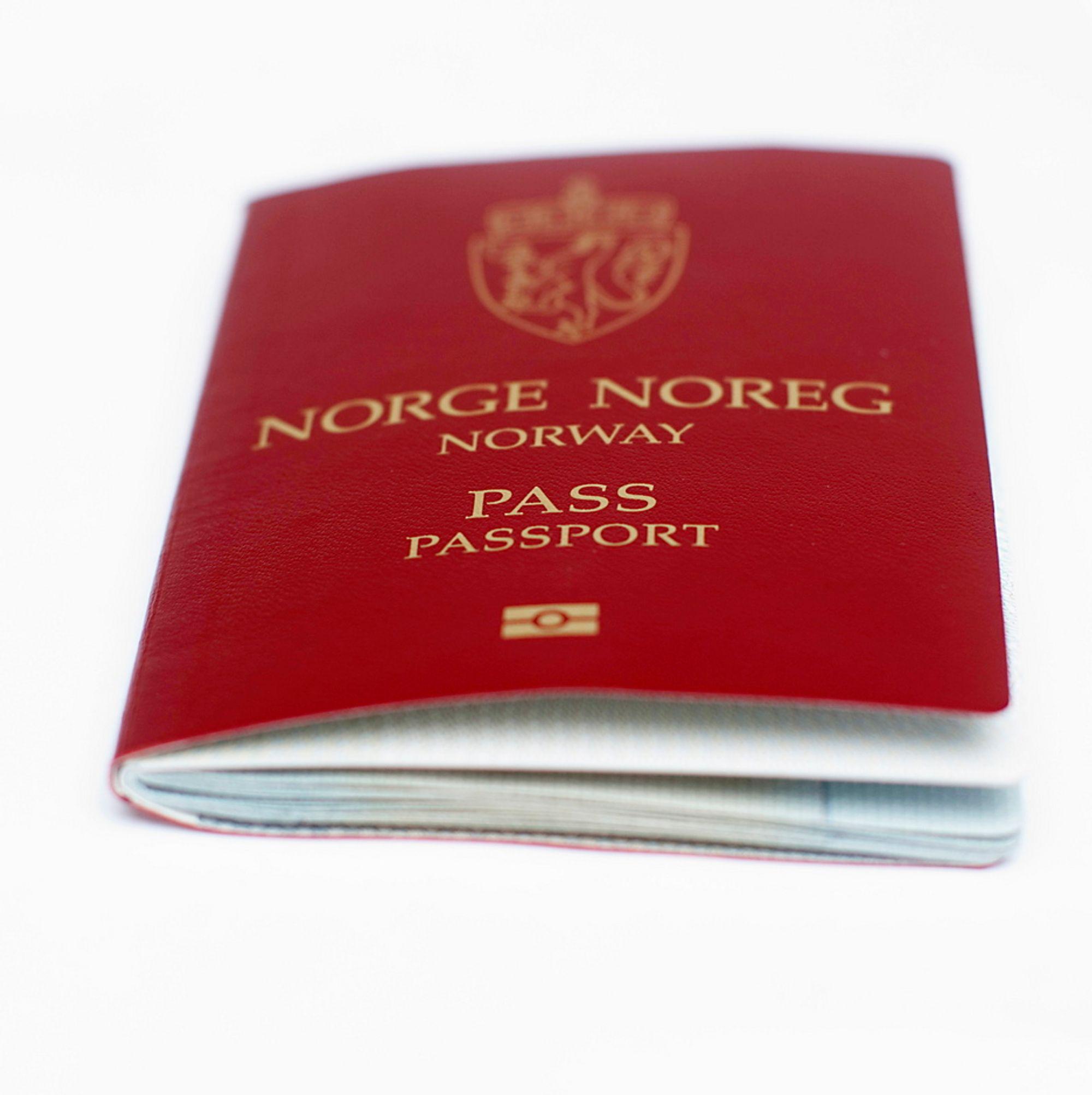 Politiet innfører lagring av fingeravtrykk i pass fra 6. april. Dette vil gjøre passene tryggere og vanskeligere å manipulere.