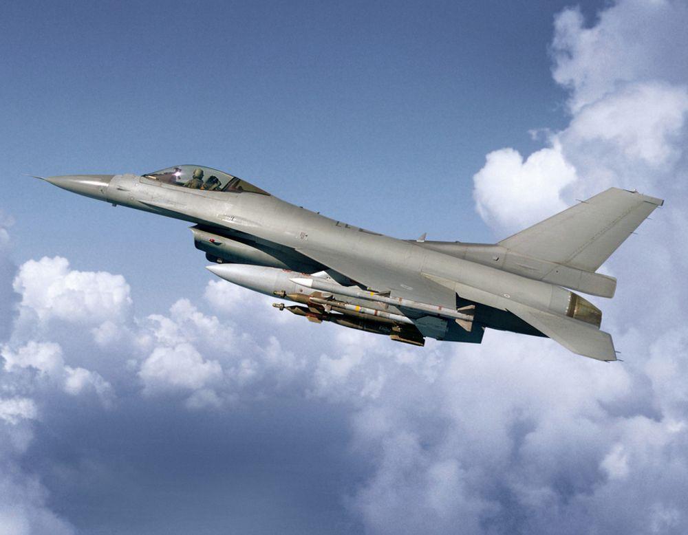 Dagens F-16-fly får forlenget levetid, siden de nye kampflyene først kan leveres i 2018.
