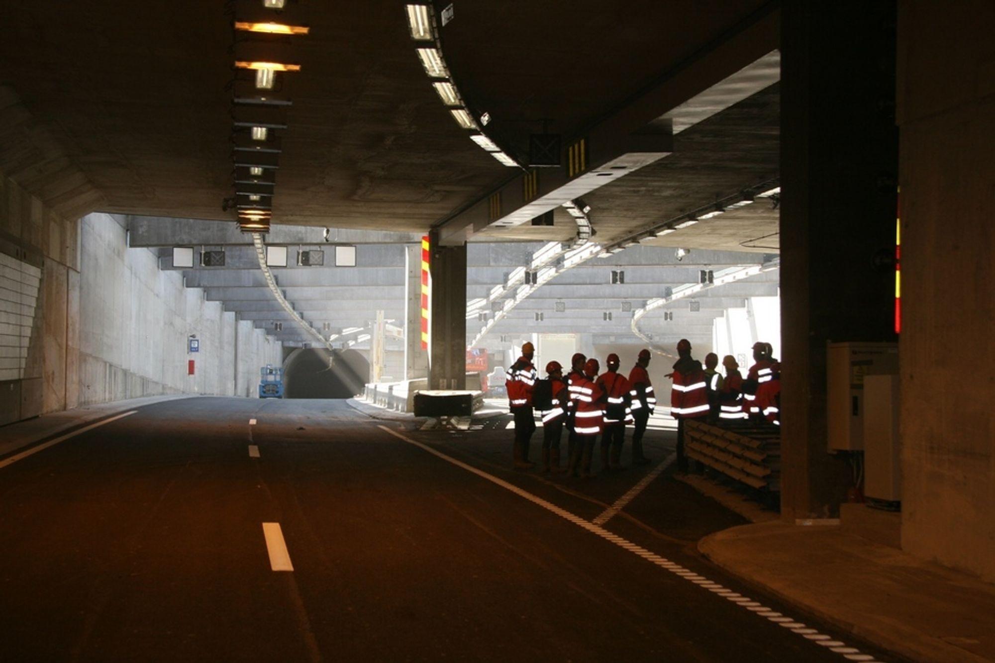 SOLSKJERMING: Mellom Bjørvikatunnelen og Ekebergtunnelen er det et åpent felt. Det er av branntekniske årsaker. Solskjerming er lagt inn for hindre at bilister blir blendet når solen står lavt.
