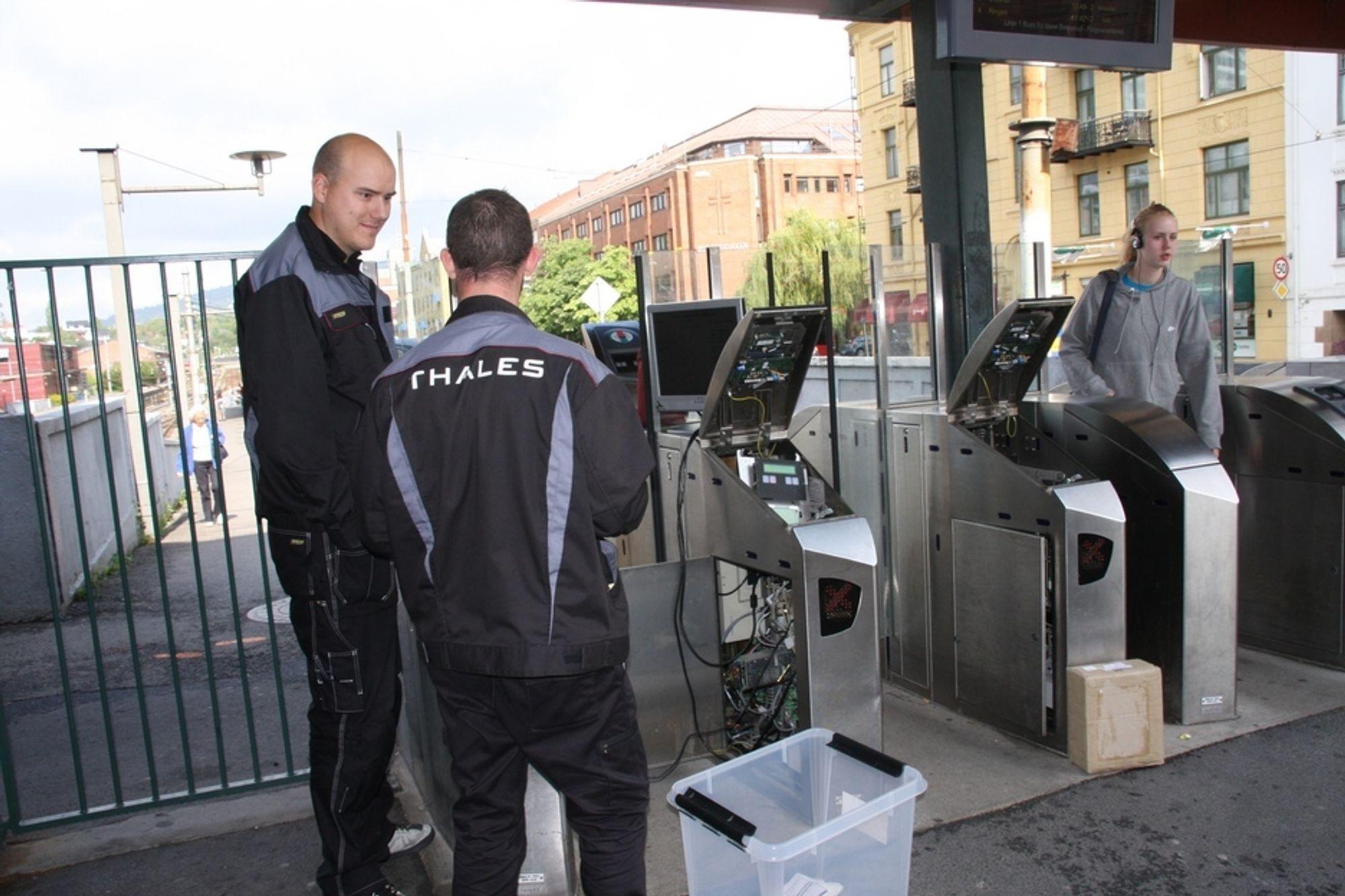 KORT: Tiden er knapp for å få alle passasjerene over på de elektroniske Flexus- kortene fra leverandøren Thales billettsystem før nyttår.