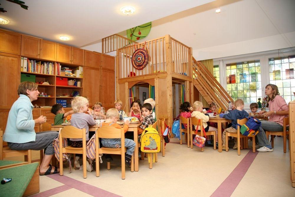 Barnehagene i Vestre Aker bydel i Oslo skal få utdelt brosjyrer om elektromagnetisk stråling, laget av organisasjonen Folkets strålevern. Statens strålevern er skeptiske.