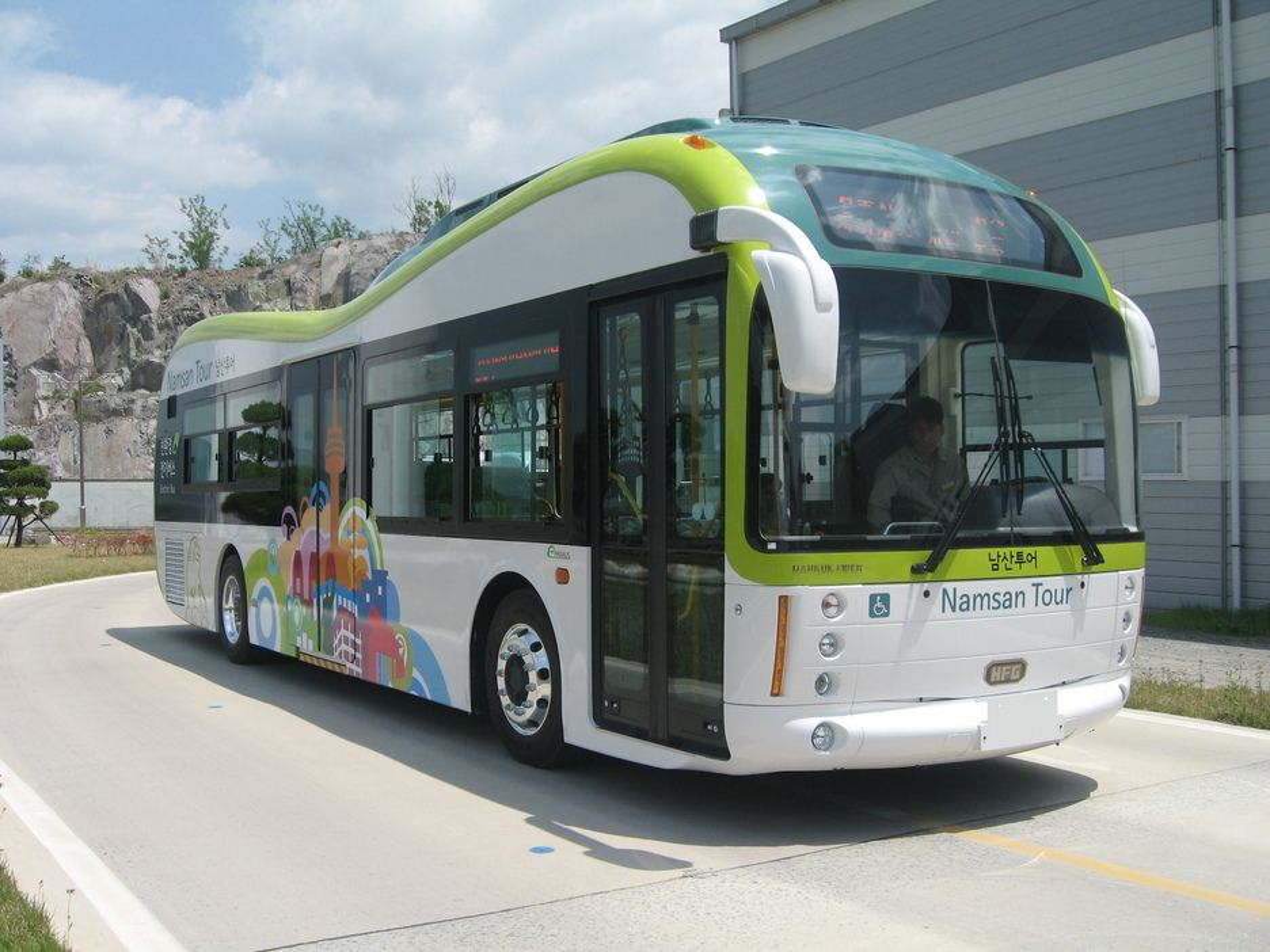 De nye elbussene i Seoul går opptil 83 kilometer på en lading og kan lades på 30 minutter.