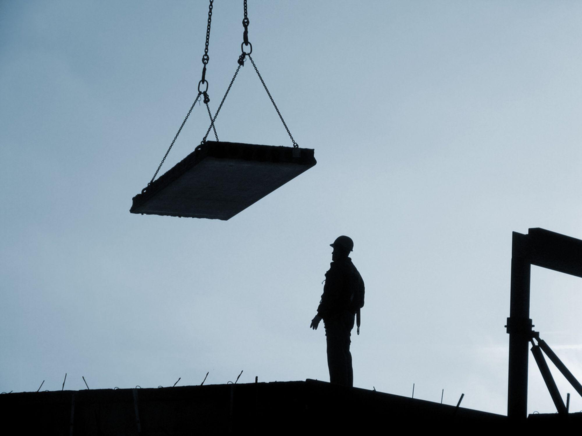 En tredjedel av lederne i en KPMG-undersøkelse tror på oppbemanning i byggebransjen neste år.