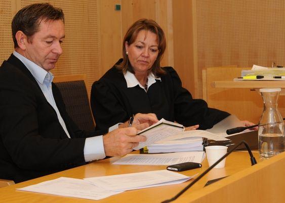 Største eier og toppsjef i Symfoni Software, Bjørn Jarl. Selskapets advokat, Kristine M. Madsen, Bull & Co Advokatfirma.