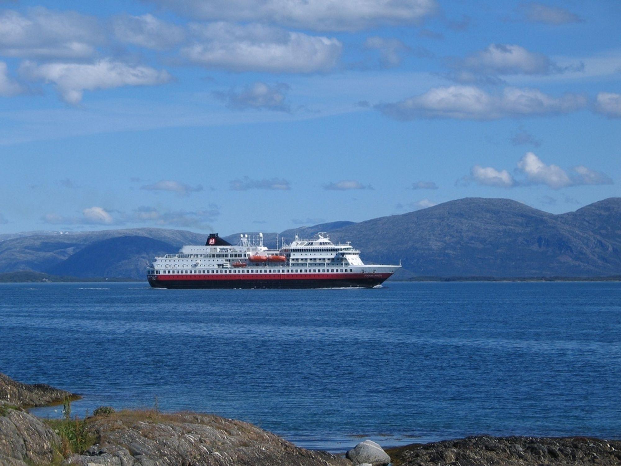 TILBAKE I RUTE: Finnmarken hentes tilbake til Norge, og skal igjen få malt på den klassiske hurtigruteprofilen, etter å ha vært hotellskip i Australia en periode.
