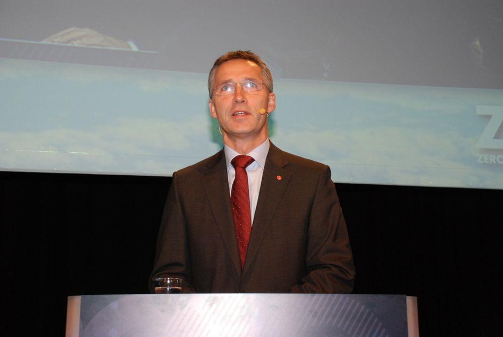 Statsminister Jens Stoltenberg sier det er en fare for økt forbruk med økt fornybarproduksjon.