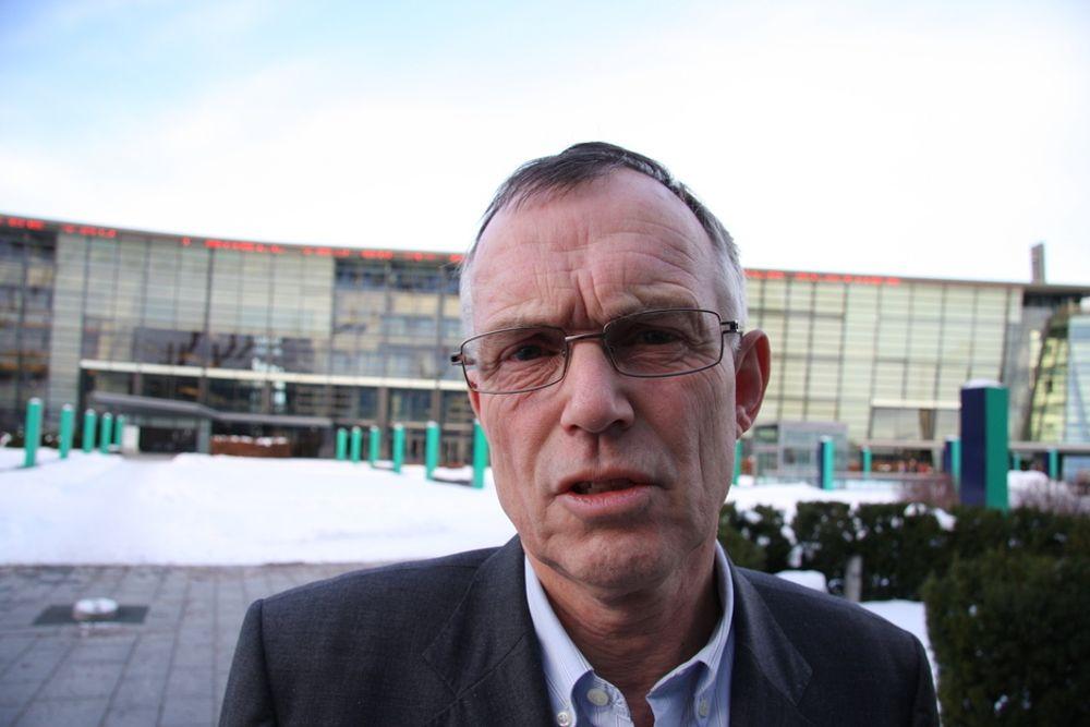SATELLITT: Cato Halsaa, administrerende direktør i Telenor Satellite Broadcasting, er overrasket over at Forsvaret ikke har lagt driften av satellitten ut på anbud.