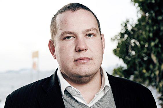 KJØPEREN: Ordfører Ommund Vareberg og Rennesøy Kommune har kjøpt et anlegg som skal sikre regional utvikling. ¿ Spillvarmen fra dataanlegget vil bli brukt, vi hjelper leverandørindustrien her ute, og det blir en god del faste arbeidsplasser.