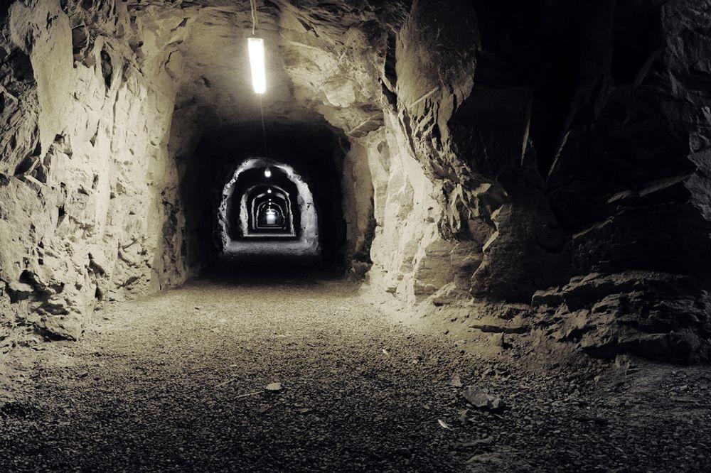 ATOMSIKKERT: Inne i disse tunnelene skal det lagres enorme mengder data. ¿ Vi tror at plasseringen og de tekniske forutsetningene for anlegget gir oss svært god mulighet til å bruke dette til et fornuftig formål. Dette er en ganske heftig infrastruktur, som vi tror at blant annet kan brukes i en datasammenheng, sier leietaker Jostein Kalsheim i Smedvig Eiendom.